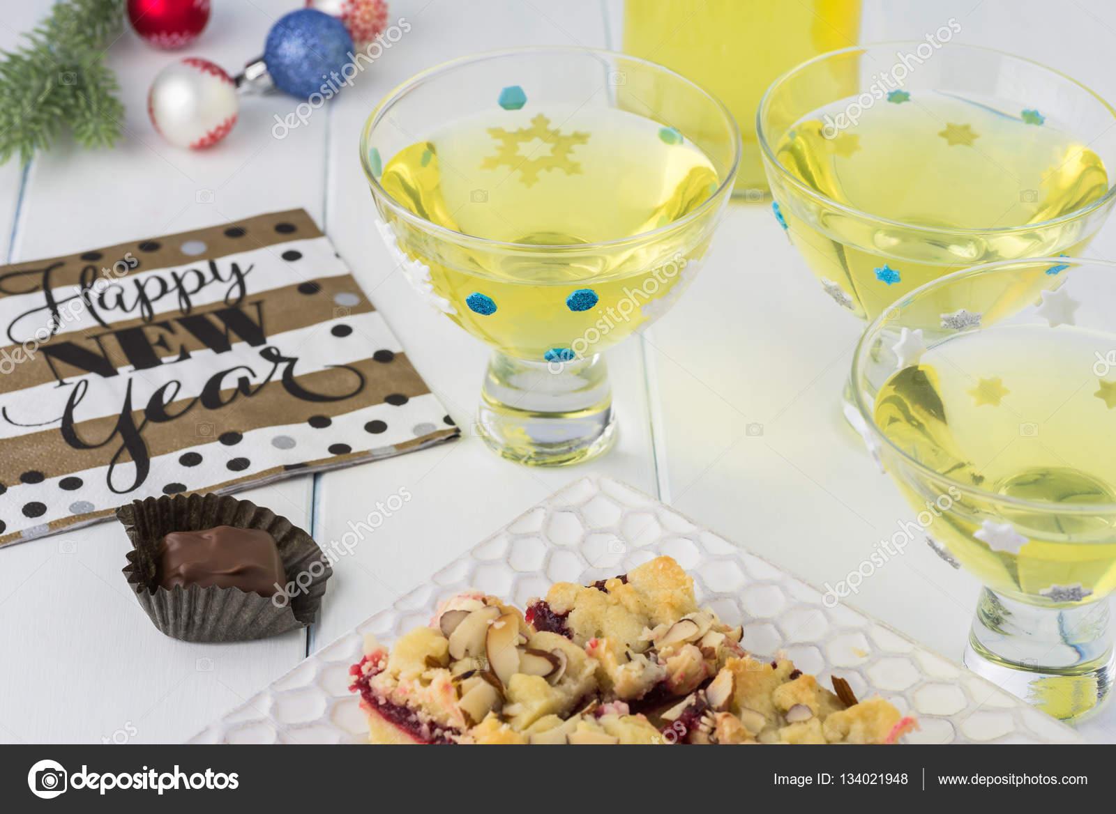 Limoncello de boire l alcool fait maison photo 134021948 for Alcool de verveine maison