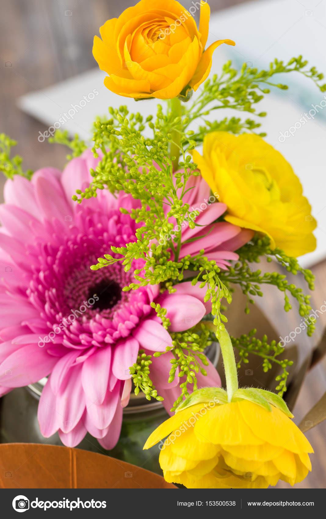 Arreglo Floral Para El Día De La Madre Fotos De Stock