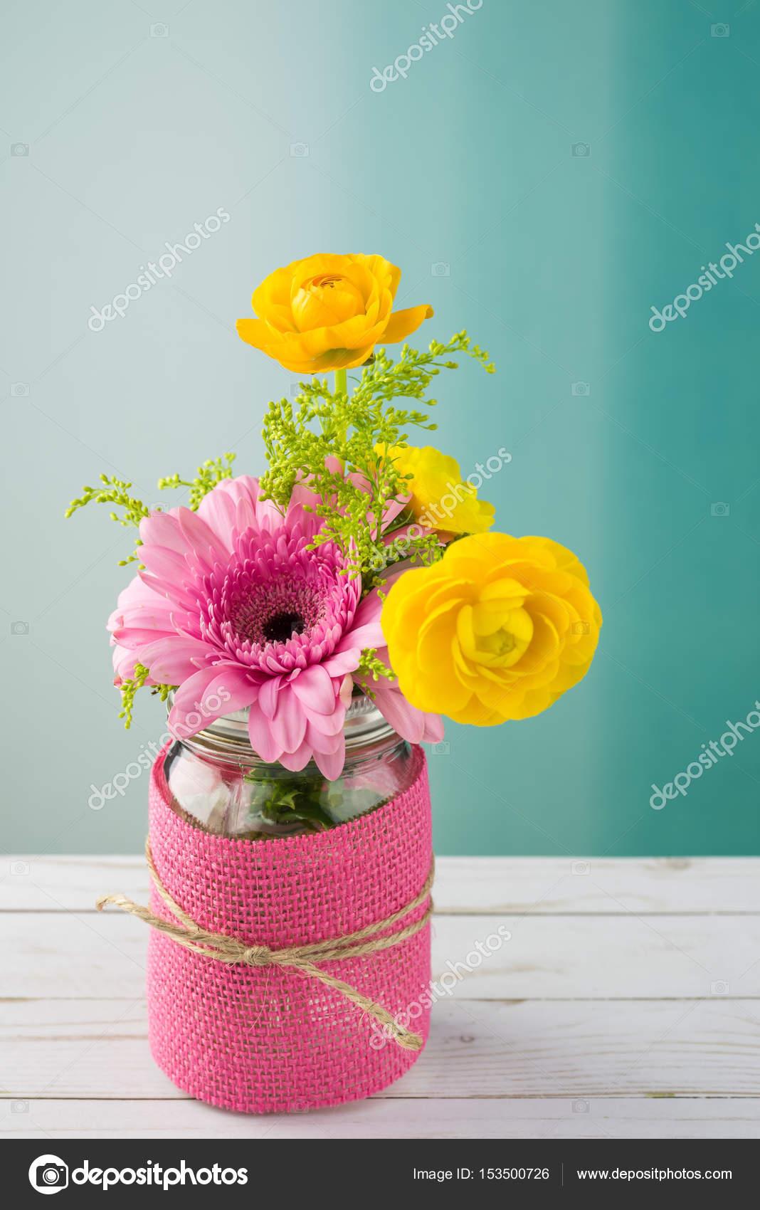 Arreglo Floral Para El Día De La Madre Foto De Stock