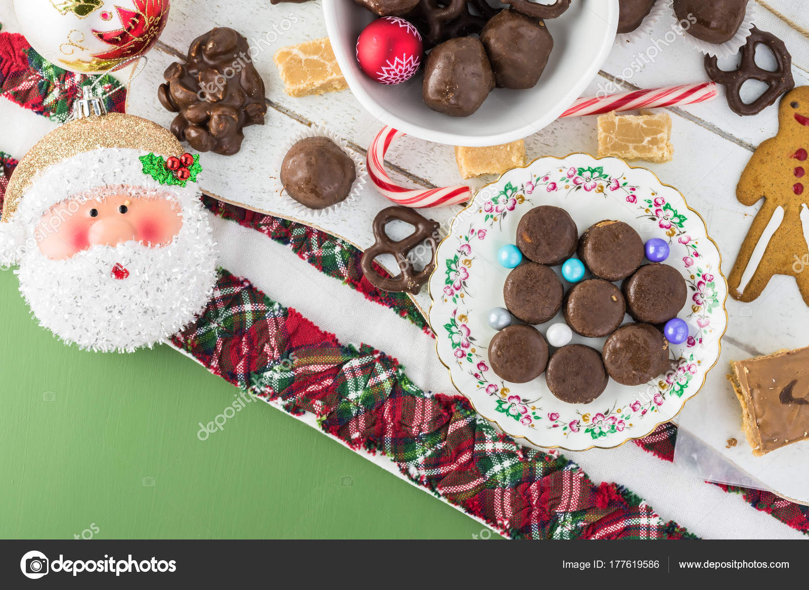 Casetta Di Natale Di Cioccolato : Varietà di fatti in casa tartufi di cioccolato fondente con