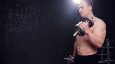 Лобки видео мужские голые тела девушки ублажают мужика