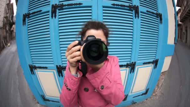 Žena Funny rybím okem fotografa