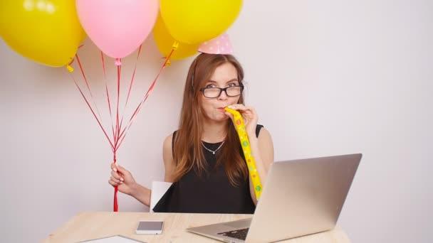 Šťastné ženy slaví v úřadu