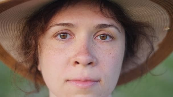 Portrait of pretty young lady in hat in a park