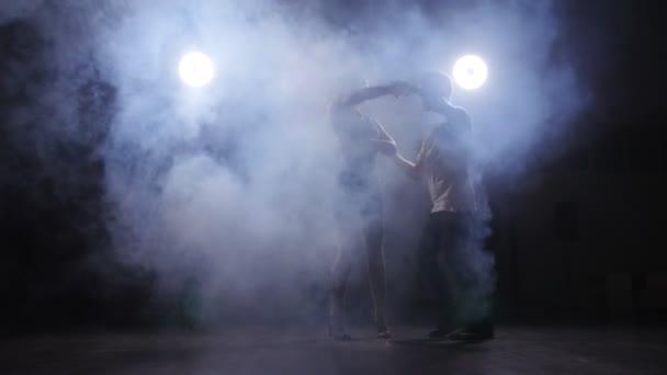 Krásný pár tanec bachata