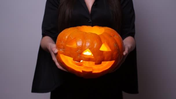Boszorkány, faragott sütőtök. Halloween koncepció