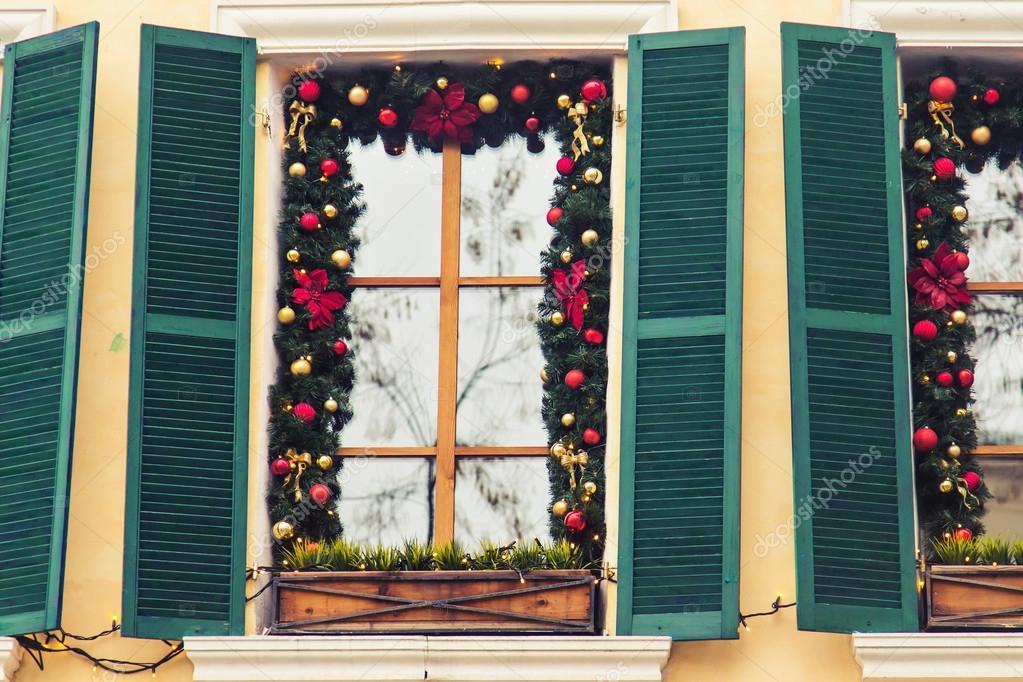 Vacanze belle finestre decorate per il natale foto stock satura 127467220 - Finestre decorate per natale ...