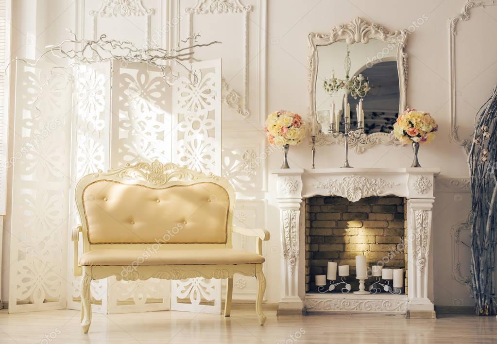 Vintage Woonkamer Meubels : Luxe interieur van woonkamer met oude stijlvolle vintage meubels