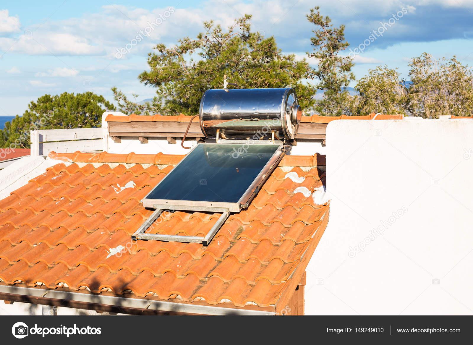 Zeitgenössische Warmwasser Panels Für Ein Haus U2014 Stockfoto