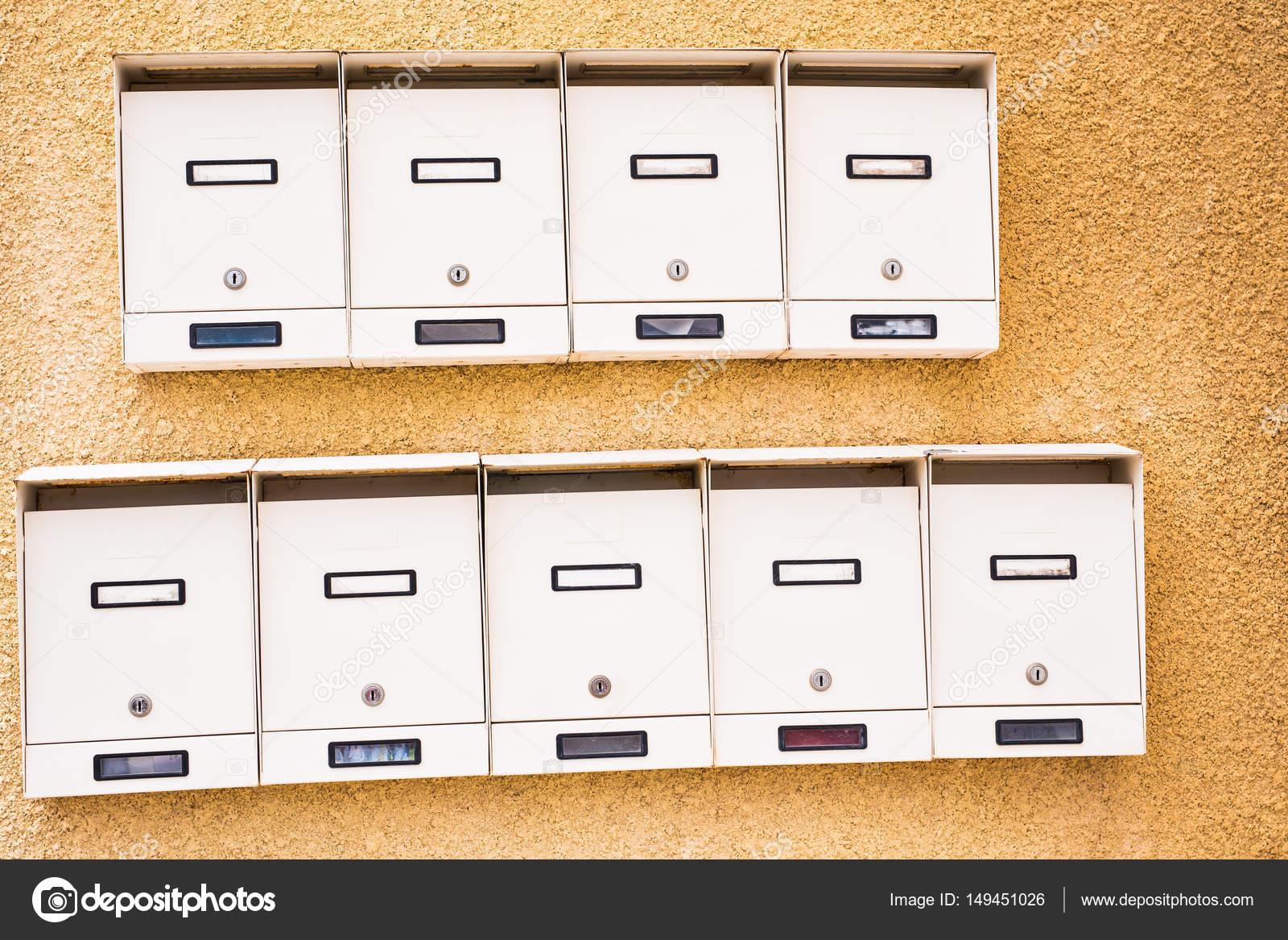 Wiersz Biały Mailboxs Zdjęcie Stockowe Satura 149451026