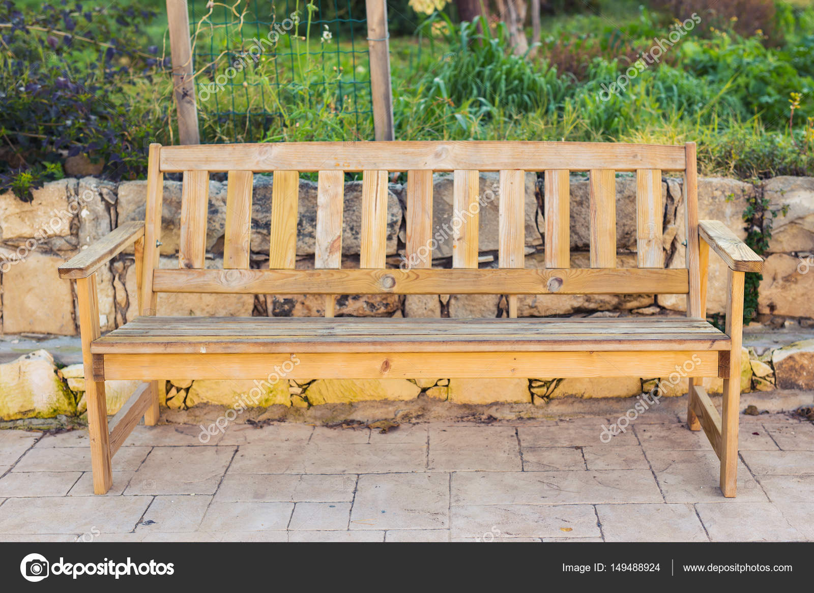Houten Bankje Buiten.De Houten Bankje Buiten Natuur In Zen Tuin Stijl Stockfoto