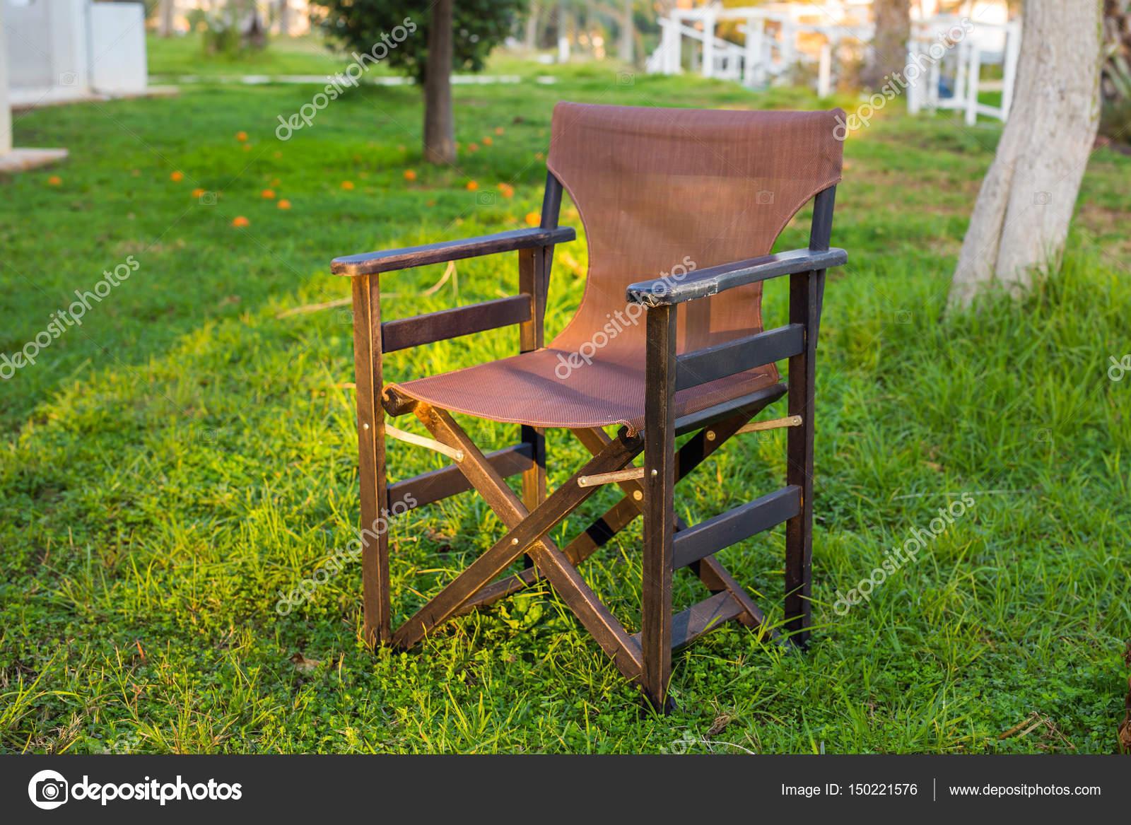 Muebles al aire libre. Silla de jardín del hotel le invitan a ...