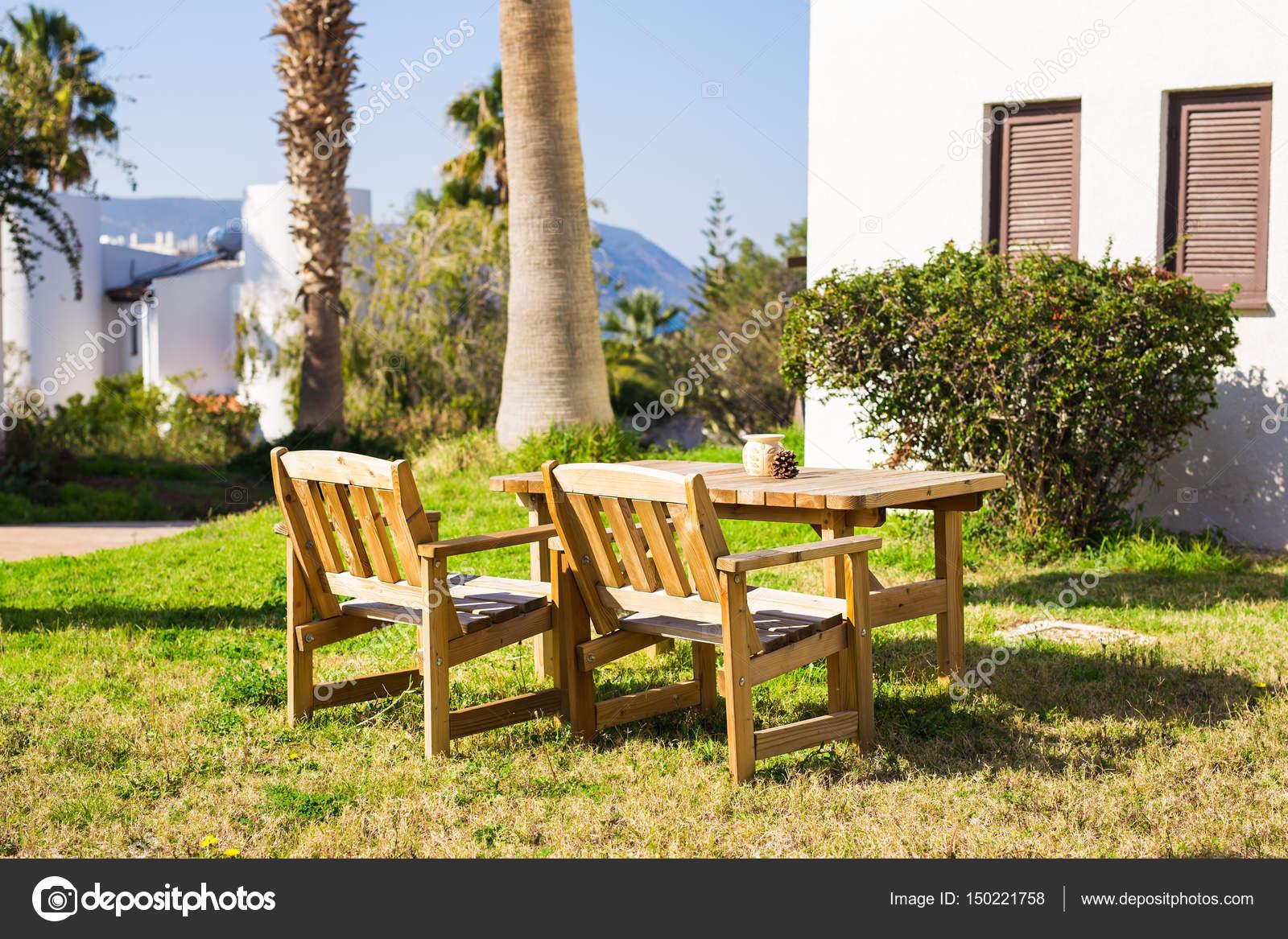 Tuin Lounge Stoel : Tuinmeubilair lounge stoelen in de tuin van het hotel nodigen u