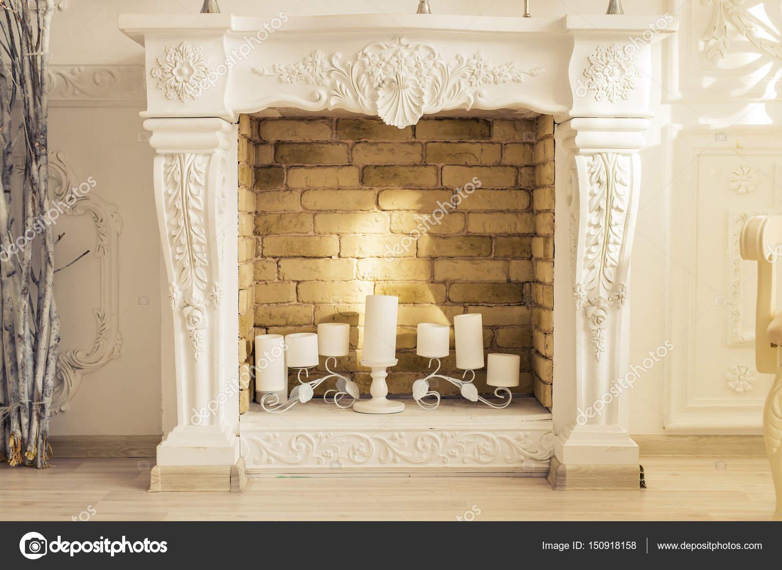 Weisse Dekorative Kamin Mit Kerzen Stockfoto C Satura 150918158