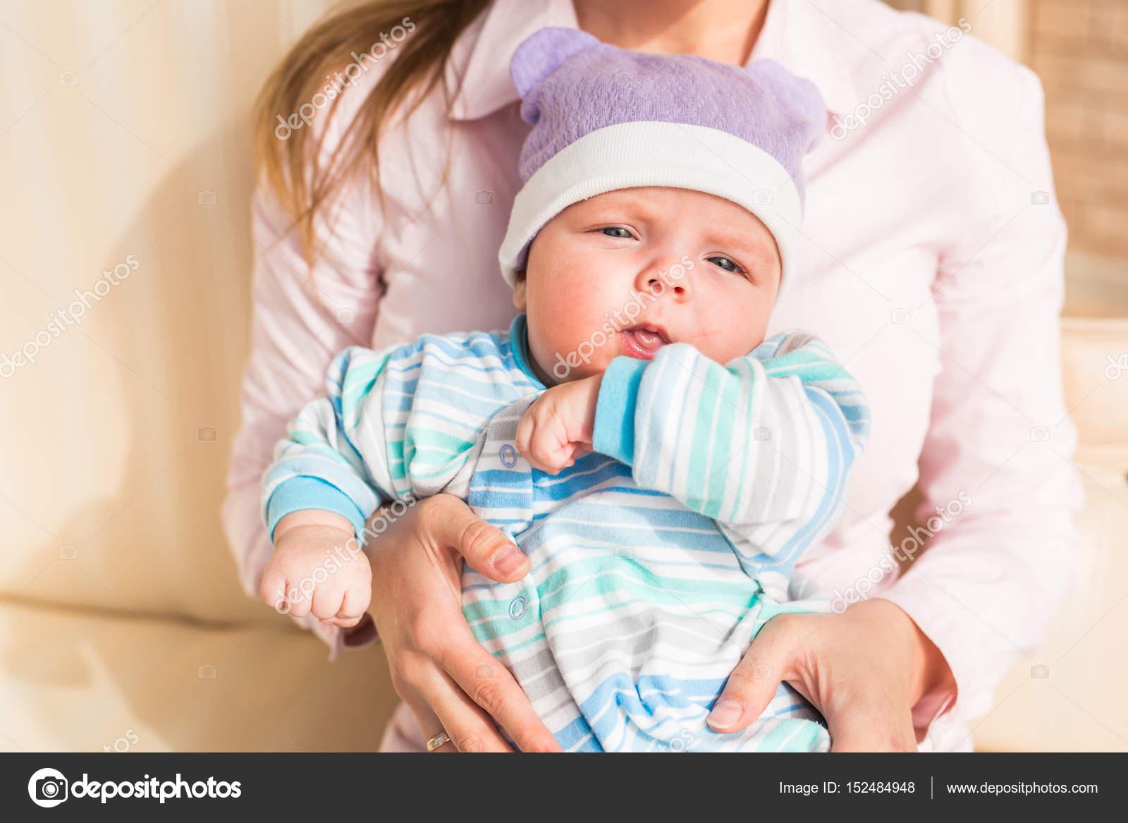 かわいい男の子、かわいい子、青い目、児童の健全な完璧な白人幼児、素敵
