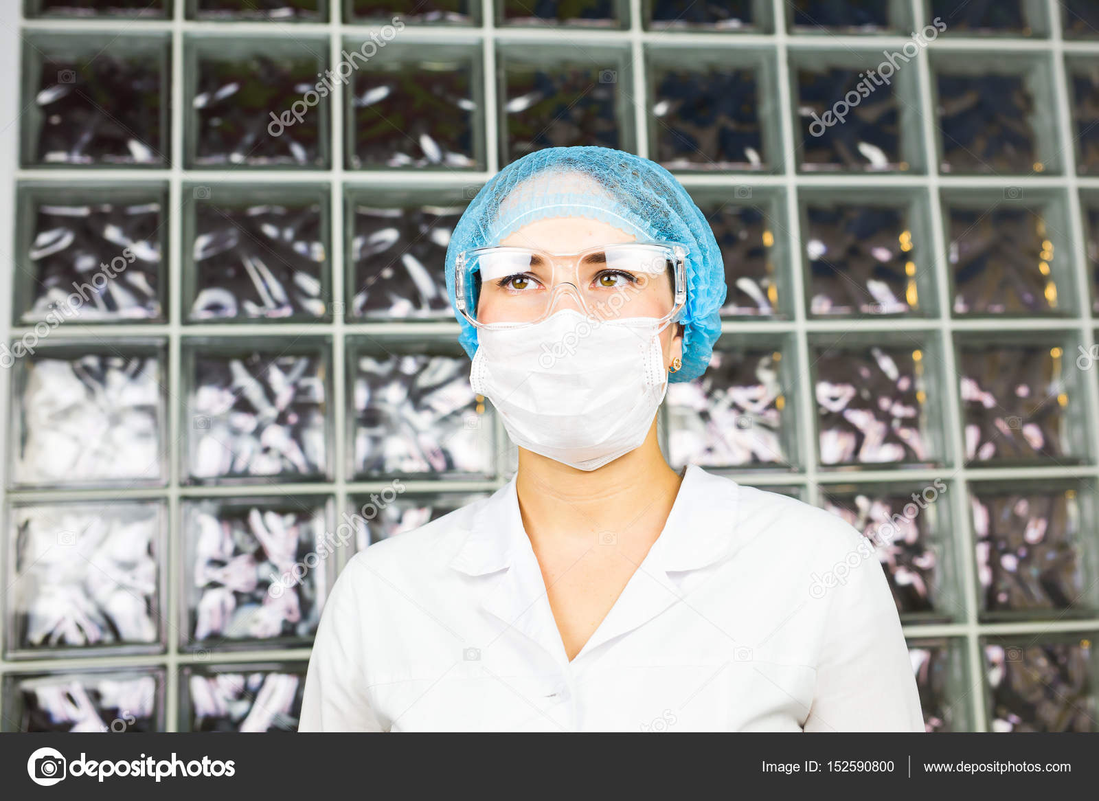 Masque et des lunettes de protection chercheur en sciences de la vie  d observation. Consacré aux yeux des scientifiques. add81fb6df6a