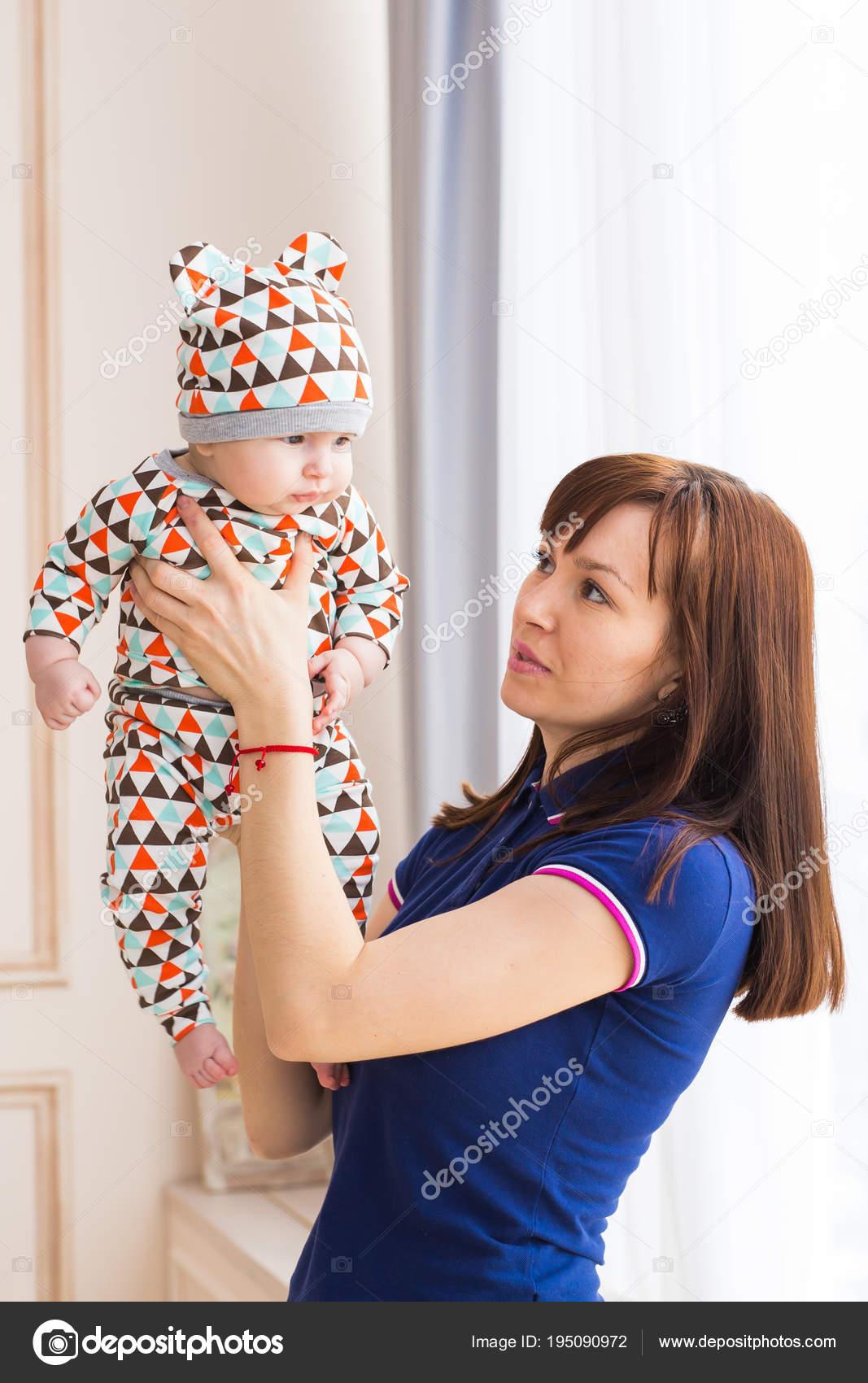 Мать любит молоденьких