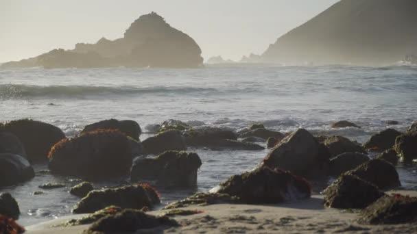 Alacsony szög zár-megjelöl kilátás-Pfeiffer Beach