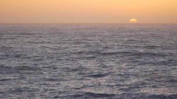 Západ slunce z pobřeží Kalifornie