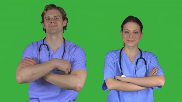 Dvě šťastné zdravotníkům v úboru (zelený klíč)