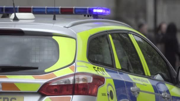Britische Polizei-Fahrzeug an einem Tatort