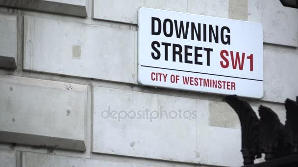 Melden Sie Menschen zu Fuß durch die Downing Street