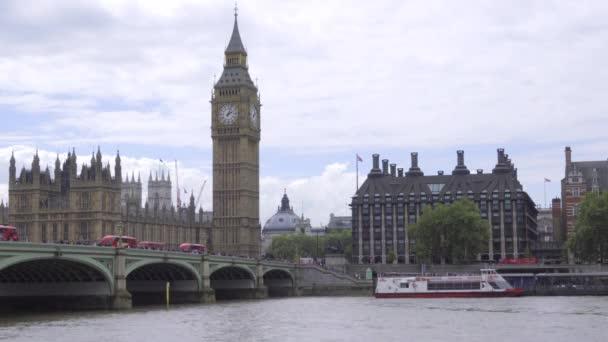 Big Ben und Parlament an einem bewölkten Tag