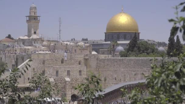 A Rock és a közeli minaret kupola