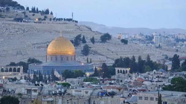 Napkelte idő telik el, régi város Jeruzsálem felett