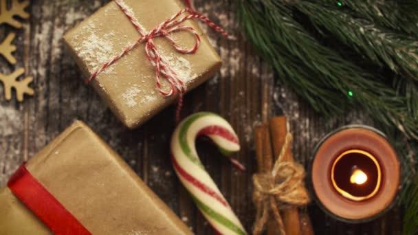 Nézd meg a fenti tabletta a karácsonyi sütik, fenyő ágak,