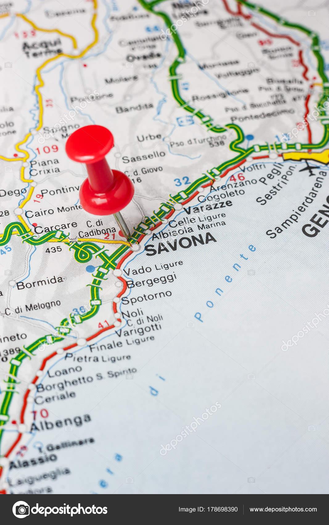 Cubrió a Savona en un mapa de Italia — Fotos de Stock © maior