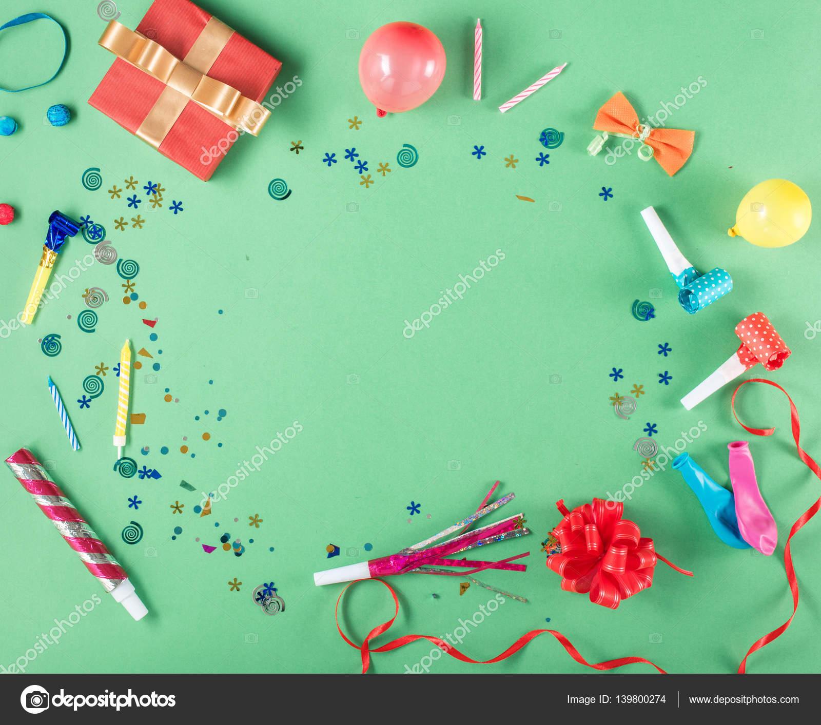Rahmen mit Geschenk-Box mit Party-Konfetti, Luftballons ...