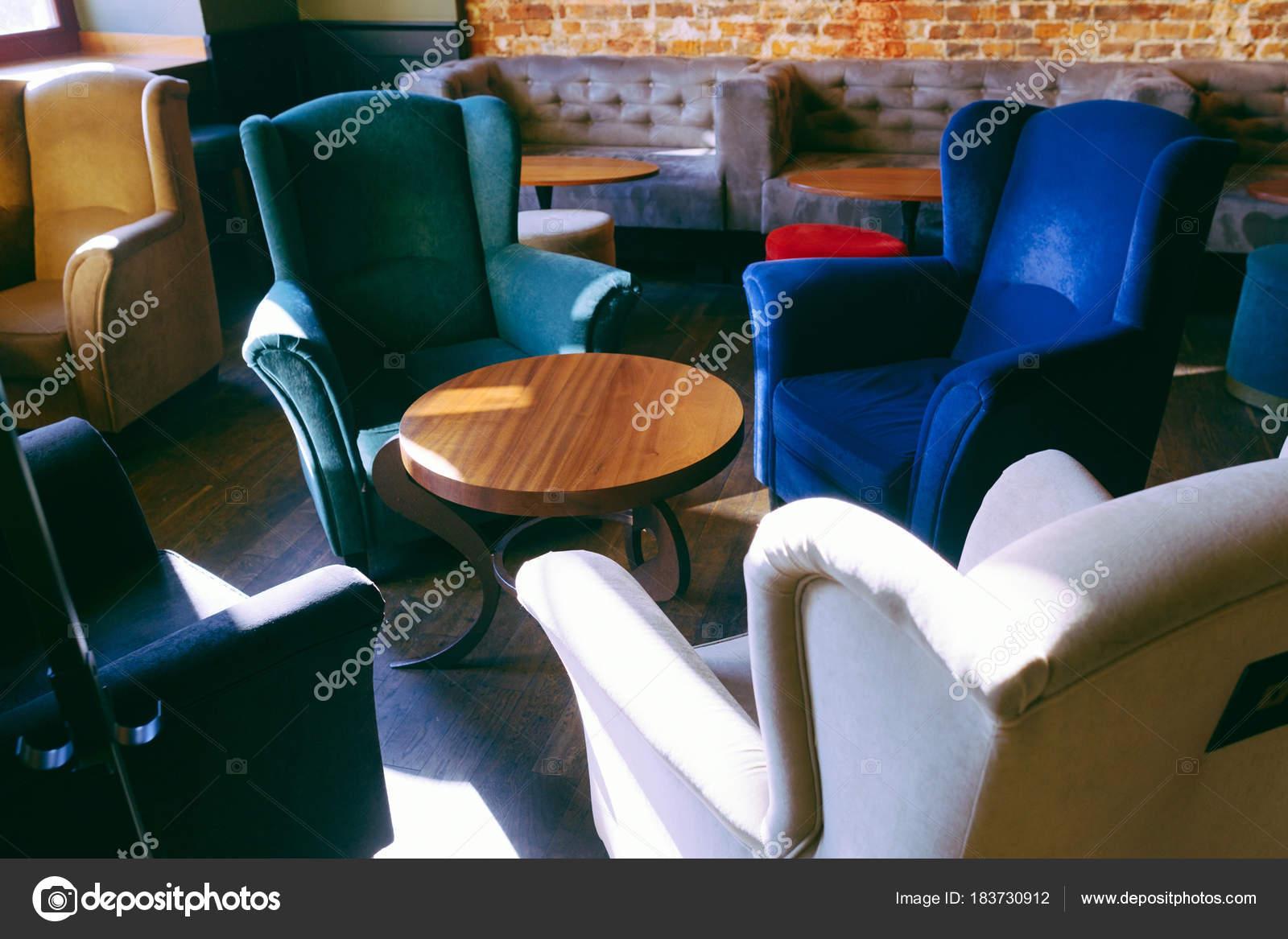 Haus Stühle Interieur Gemütliche Kaffee Und Stockfoto Tische Yiyfg6vb7