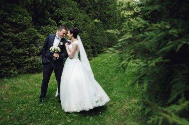 Wedding couple in green garden