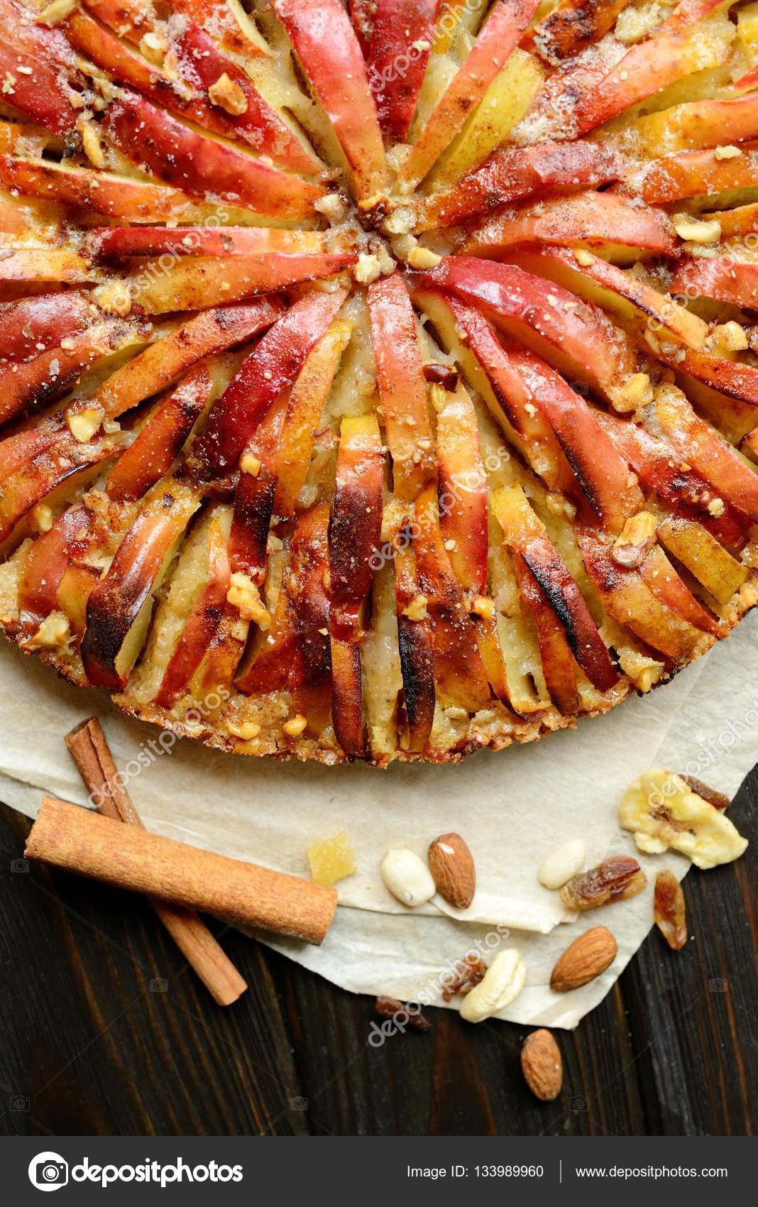 Немецкий яблочный пирог с орехами