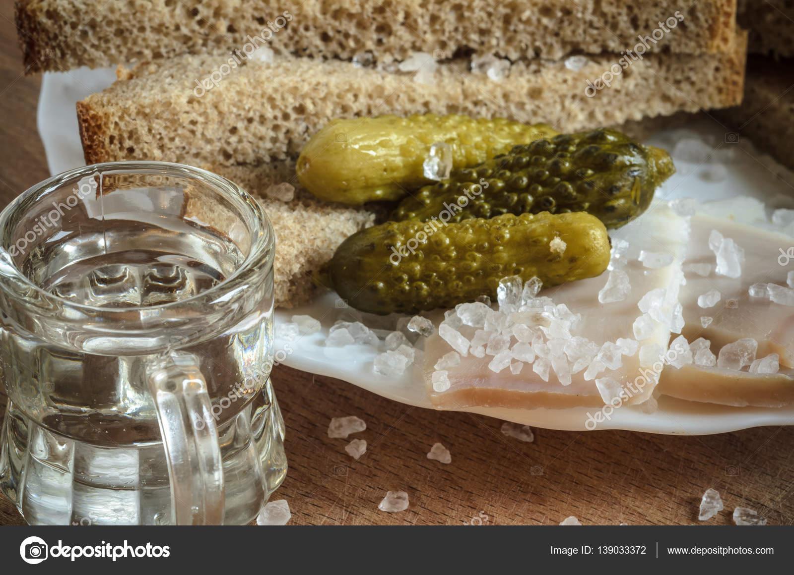 Закуска бекон с соленым огурцом