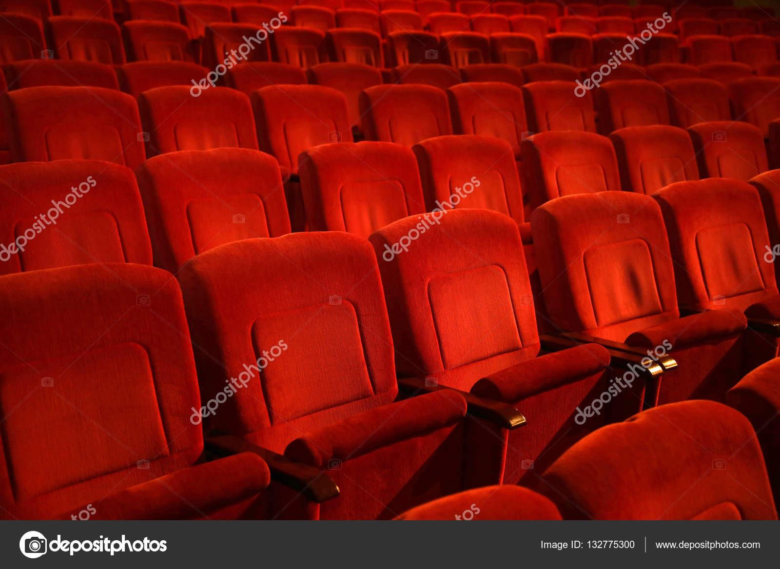 Teatro Le Sedie.Sedie Di Teatro Film Vuota Nella Riga Colorata Di Rosso