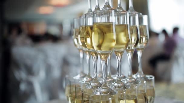 şampanya Piramit şampanya Kabarcıklar Duman şampanya Gözlük