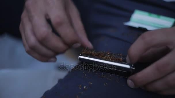 Что делает сигареты фото