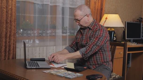 An elderly man counts his cash savings.