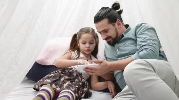 Папа и доч мобилный