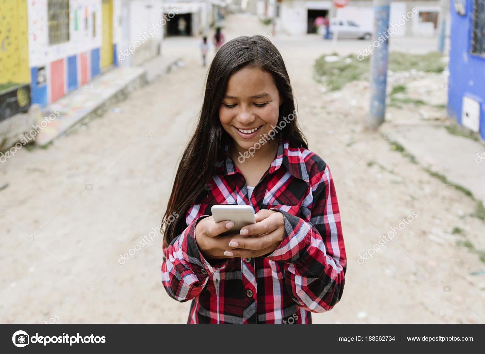 Девушки с цифровыми фотоаппаратами
