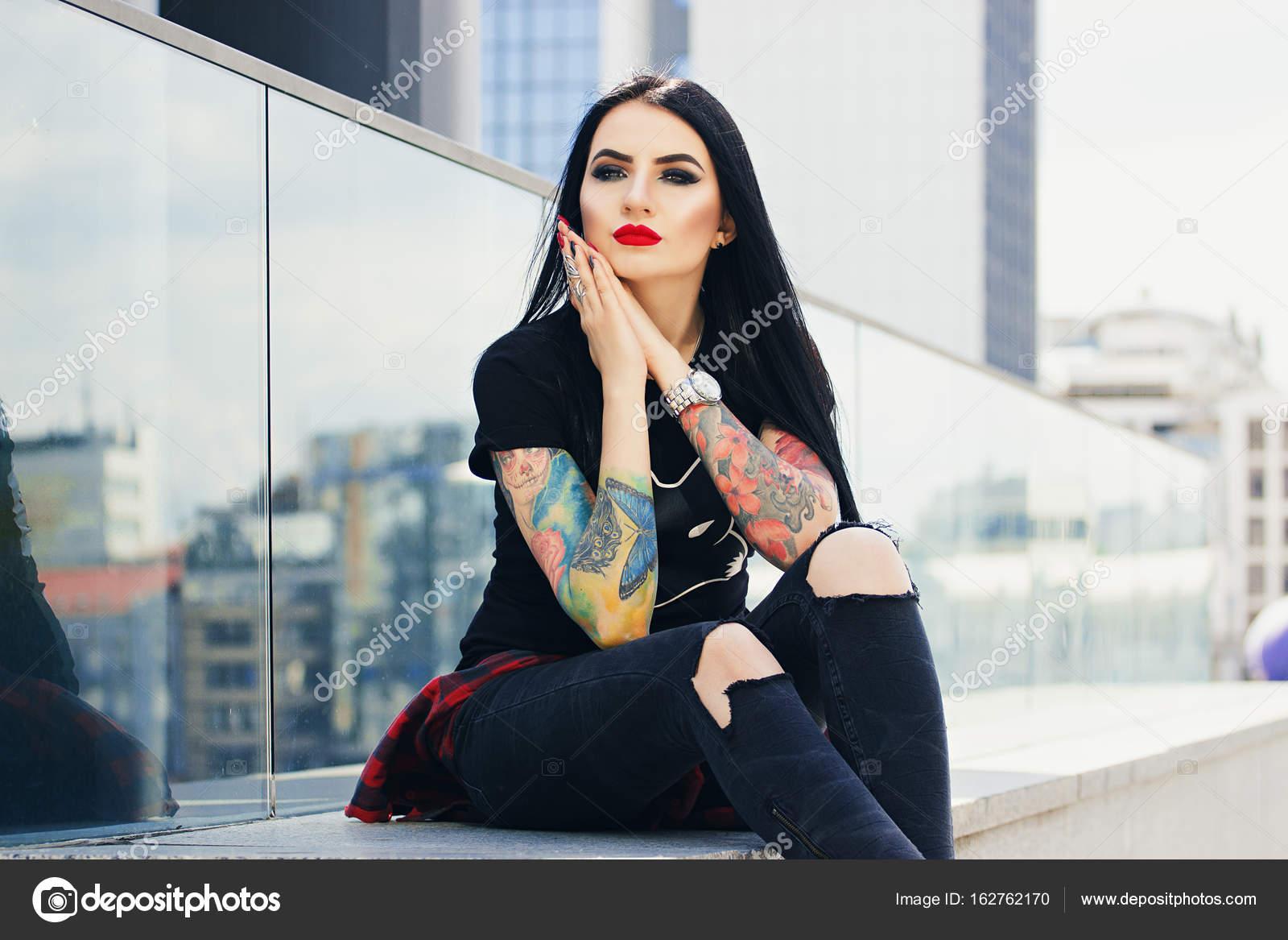Фото девушки сидя на лице, позирующие женщины для художников