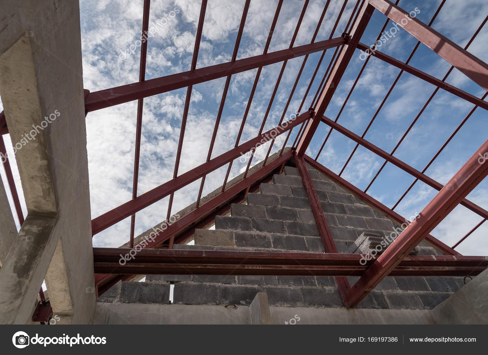 Marco de acero de la azotea del edificio — Foto de stock ...