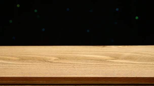 prázdnou dřevěný stůl a bokeh