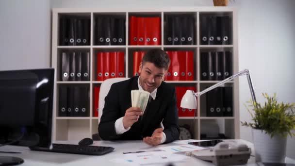 Podnikatel zvracet dolarů v úřadu