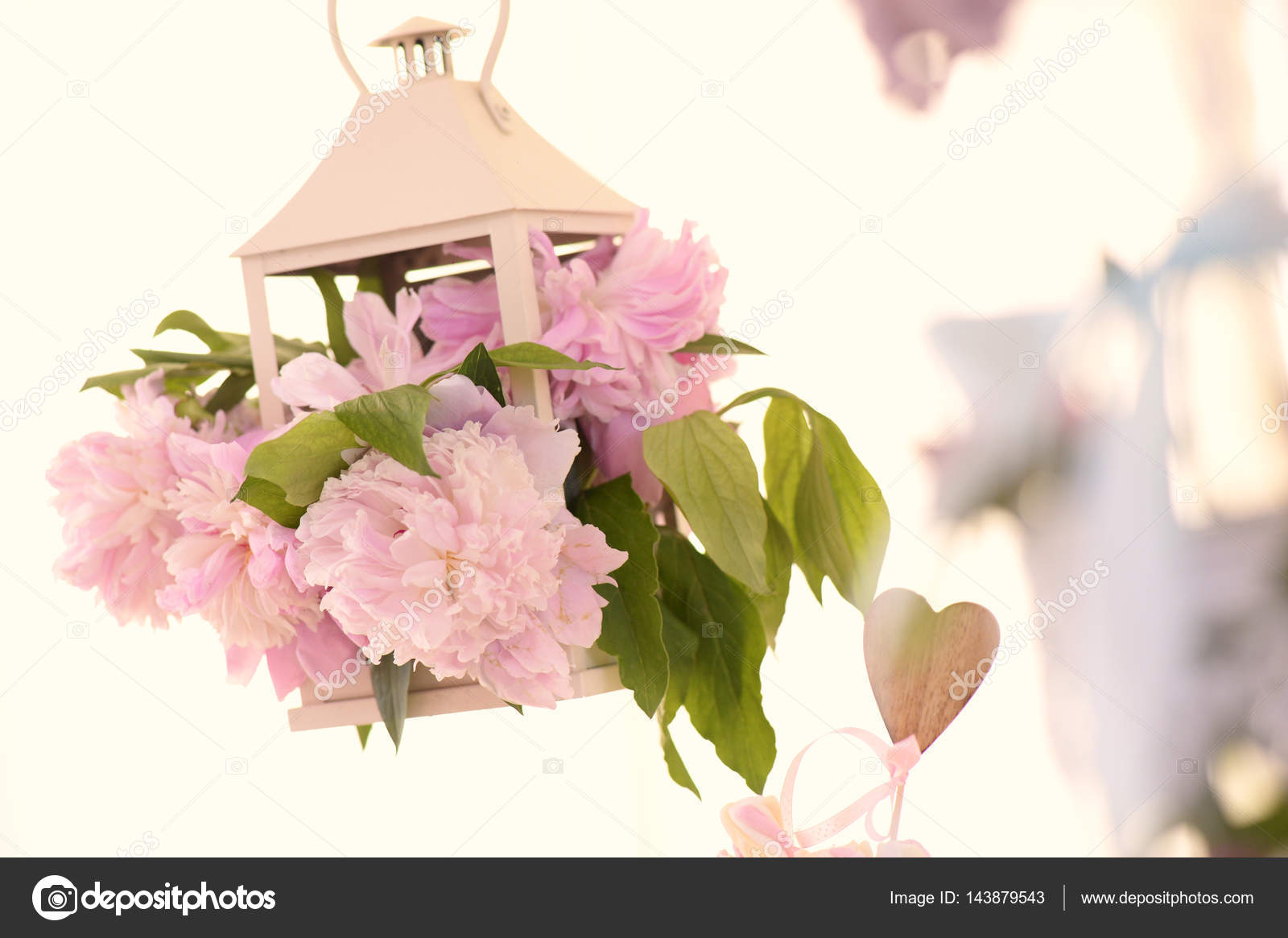 Lampada Fiore Tulipano : Lampada decorazione con i fiori u2014 foto stock © contact@alexhreniuc