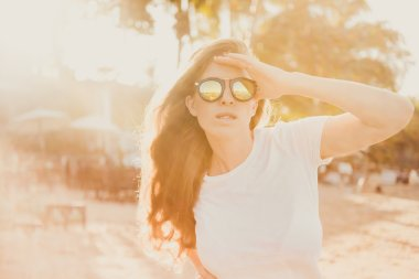 brunette girl posing outdoor