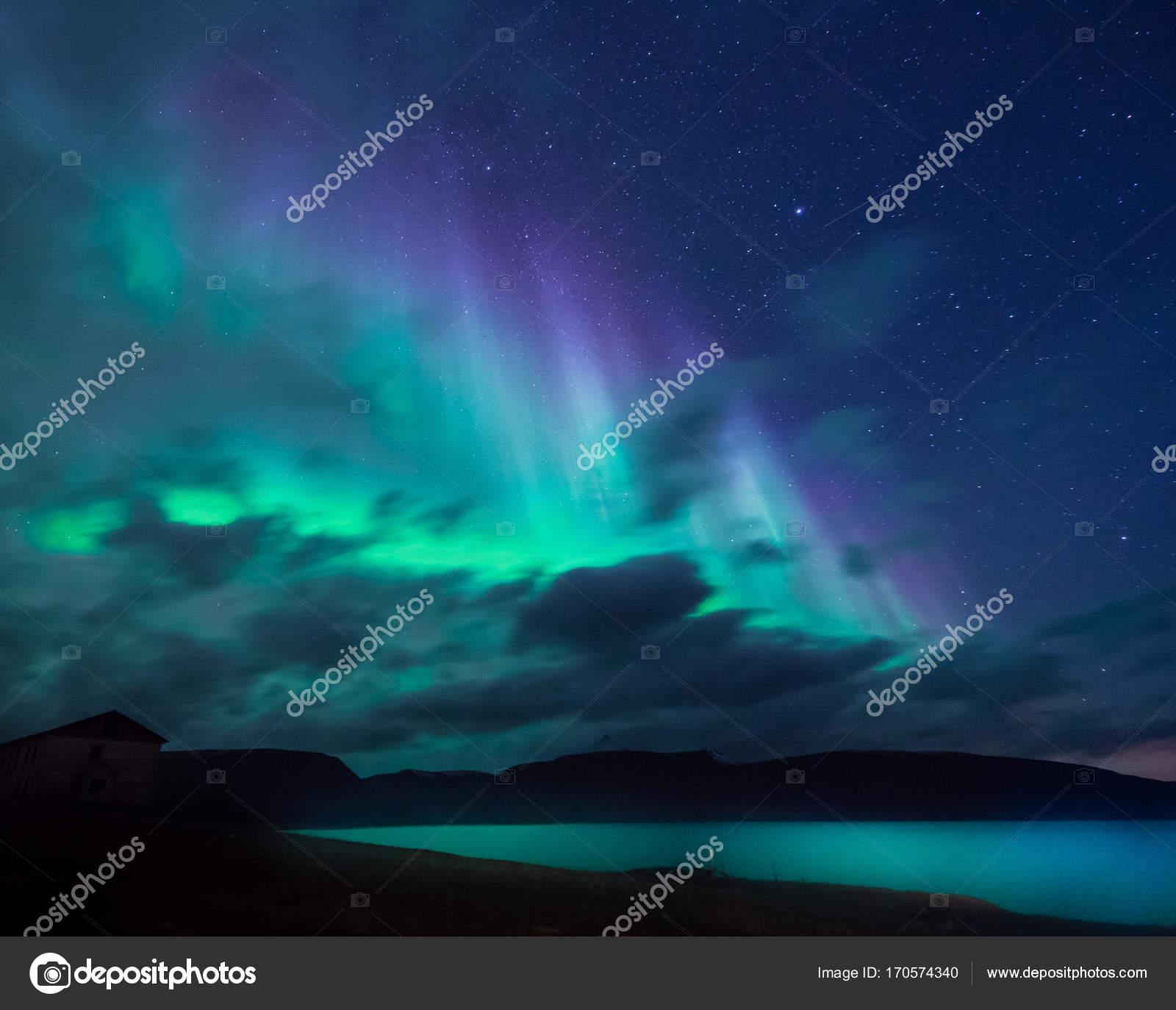 Polare artico aurora boreale aurora boreale cielo stelle for Sfondi desktop aurora boreale