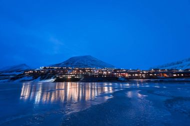 Wallpaper norway landscape nature of the mountains of Spitsbergen Longyearbyen Svalbard building snow city on a polar daynight with arctic winter